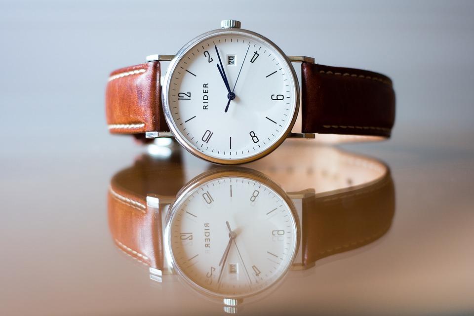 analogové hodinky